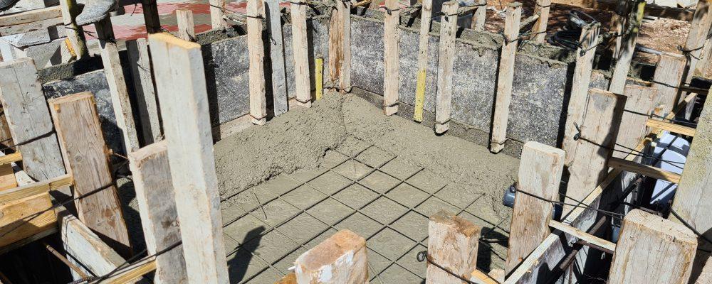 בניית בריכת נוי מבטון